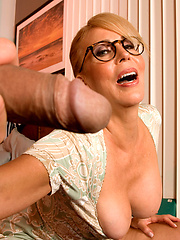 Hot MILF picked up by younger dude