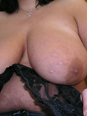 German fat mama with juicy boobs in tight black bra