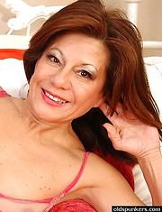 Latina mature showing juicy pussy