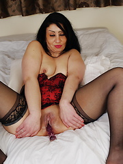 This naughty European MILF loves to get wet by herself