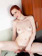 Horny Anilos model gets wet and wild at the kitchen sink