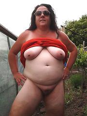 Chubby mature dames titflashing outdoors