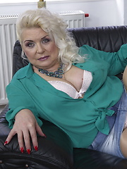 Chubby mature lady teasing and pleasing